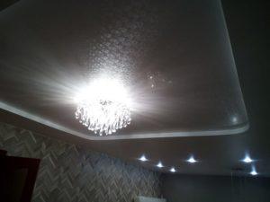 Двухуровневый фактурный потолок